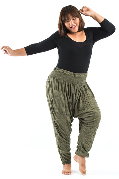 Plus Size Crinkled Cotton Harem Pants in Green