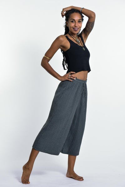 Women's Crinkled Cotton Cropped Pants in Solid Gray
